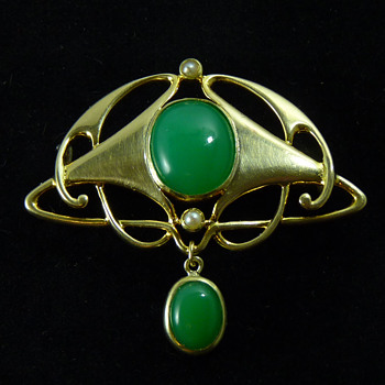 Murrle Bennett & Co Brooch, set with Chrysoprase and Pearls in 15ct Gold - Art Nouveau