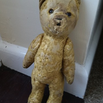Help with identifying this bear please.  - Dolls