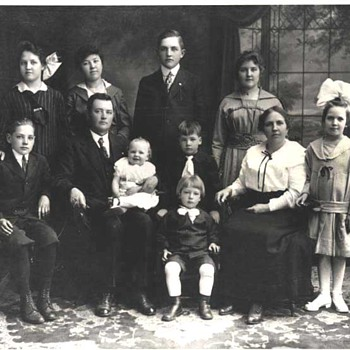 1916 - Family Photograph - Photographs