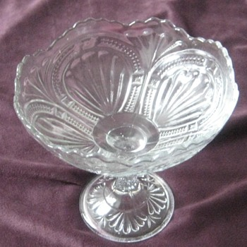 compote with fan-shell or horse shoe - Glassware