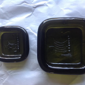 Green glass dish set/midcentury 