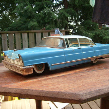 TIN CHRYSLER SEDAN.