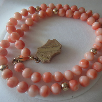 VINTAGE PACIFIC PINK ANGEL SKIN CORAL BEAD NECKLACE ANTIQUE 14K GOLD CLASP  - Victorian Era