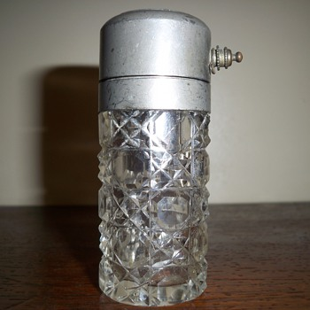 Pump atomizer perfume bottle