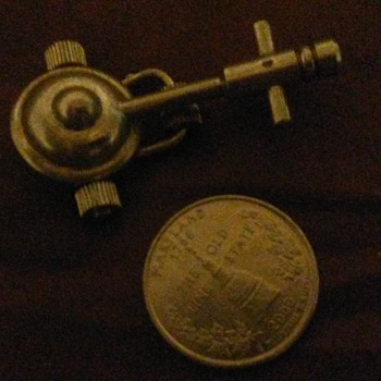 Help identifying little silver antique???