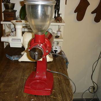 the fuji coffee  mill machine no 80