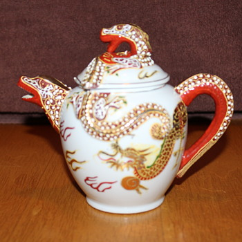 Vintage Japanese Double Dragon Tea Pot