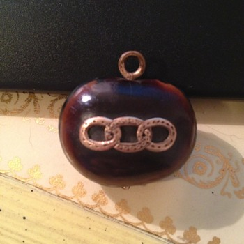 Odd pendant or fob with three interlocking etched circles  - Costume Jewelry