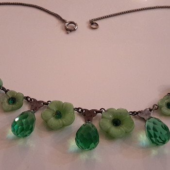 1920s green molded glass flower necklace with briolettes