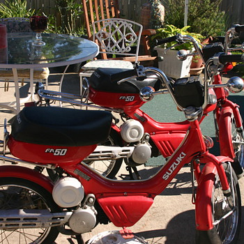 pair of 1985 Suzuki fa 50's - Motorcycles