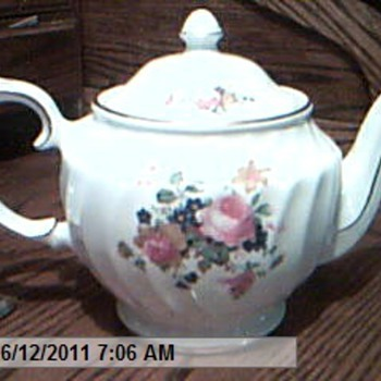 The San Francisco Music Box Staffordshire In England Rose Tea Pot