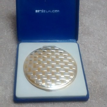 Estee Lauder compact - Accessories
