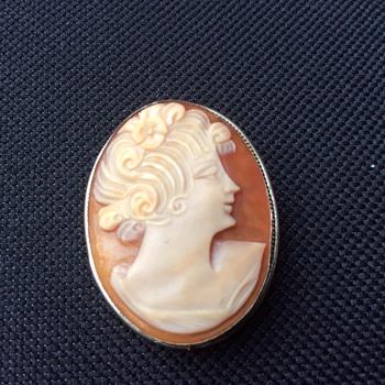 Cameo brooch / pendant