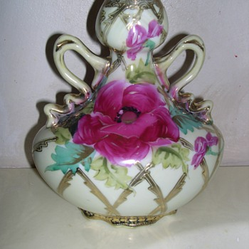 Who Made This Vase - China and Dinnerware