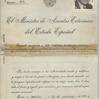 1944-45 Spanish official passport for Germany - Paper