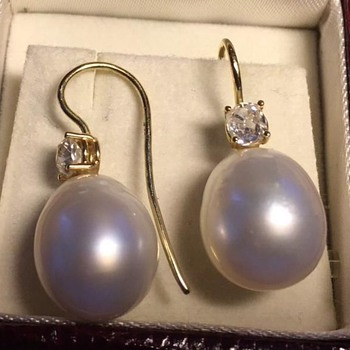 Lustrous South Sea Pearl 18K Gold Earrings Bolsheviks 0.25 cts. each - Fine Jewelry