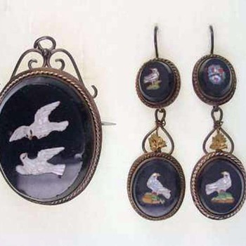 ANTIQUE 8 carat gold MICRO MOSAIC DOVE EARRINGS and brooch/PENDANT SET of 1860/1870, original box