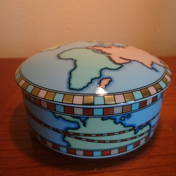 AUTHENTIC TIFFANY & CO. WORLD BOX  PORCELAIN - Art Pottery