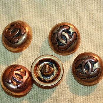 CHANEL BUTTONS - Sewing