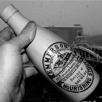 ROBERT EMMERSON & SONS NEWCASTLE ALL WHITE FACTORY STOUT - Bottles