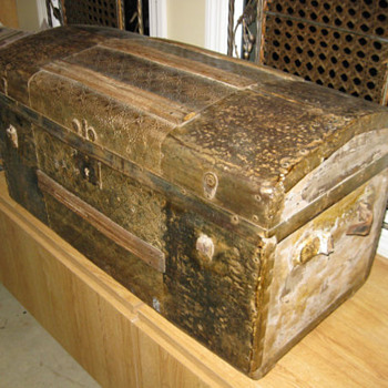 Mother paid $20.00 - Any ideal about brand and value of the trunk - Furniture