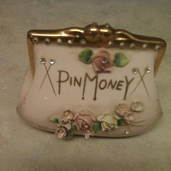 PRETTY LEFTON PURSE BANK - Art Pottery