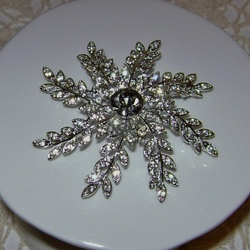 Vintage Sarah Coventry Brooch - Evening Snowflake - Costume Jewelry