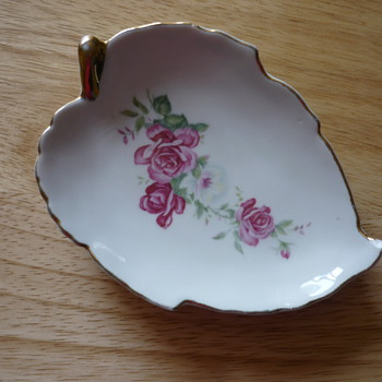 Leaf Shaped Flower Dish