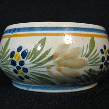 HENRIOT QUIMPER FRANCE 186 MINI BOWL - Art Pottery