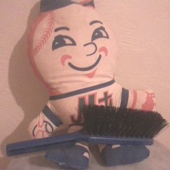 Mr. Met says SWEEP! - Baseball