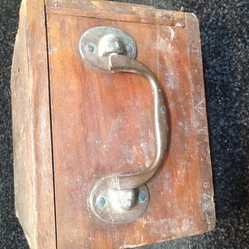 Old Wooden Box Help Identify Please? WHAT IS IT?????!!