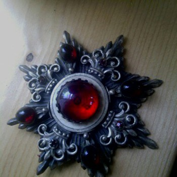 pin or brooche