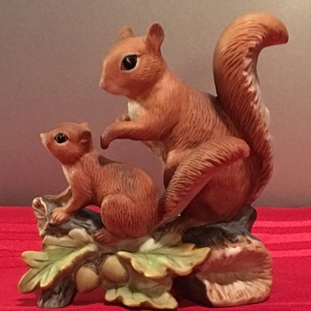 Mama & Baby Squirrel Figurine - Christmas 2016