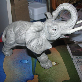 Grey ceramic elephant - Animals
