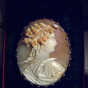 cameo with 22 kt gold filigree 