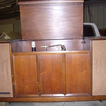 General Electric Turntable cabinet - Records