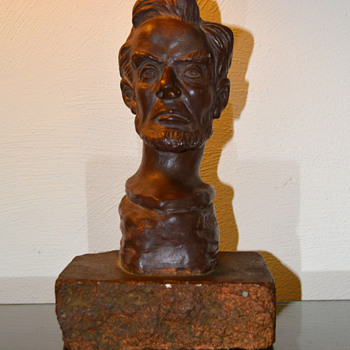 Sculpture bust of Abraham Lincoln