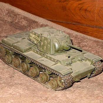 Tamiya 1/35 Scale Model KV-1 WWII Russian Tank - Military and Wartime
