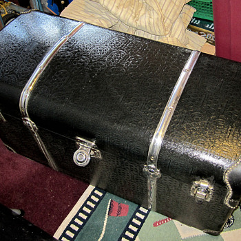 Antique Car Trunk Like New found in Attic - Furniture