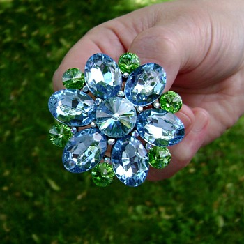 Modern Flower Brooch - Costume Jewelry