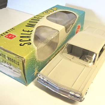 1963 Chevrolet Impala SS 409 1/25 scale original plastic friction/promo - beige - Model Cars