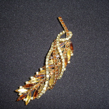 hattie carnegie piece - Costume Jewelry
