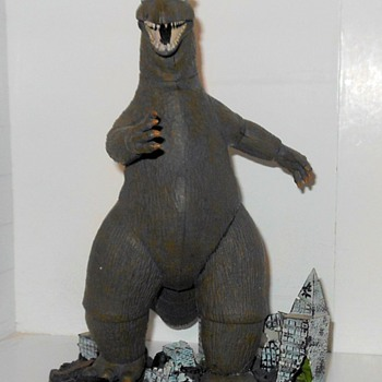 It is Godzilla! (Lips out of sync) - Toys