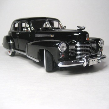 1941 Cadillac Fleetwood Series Sixty Special Die-Cast Replica - Model Cars