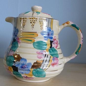 Vintage teapot unknown make