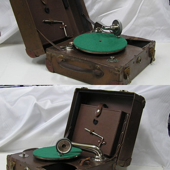 Portable suit case gramophone - Records