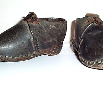 "VERY OLD TODDLER 5 1/4"" SIZE PAIR OF SHOES LEATHER & WOOD"