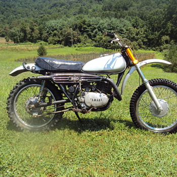1972 ? Yamaha 250 dirt bike