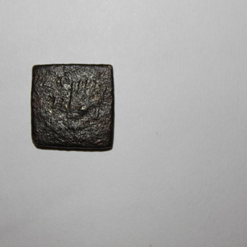 Coin weight? Square with hand?