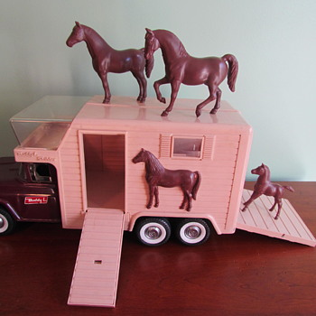 Vintage 1960s Pressed Steel Buddy L Horse Van with 3 Horses No. 5463